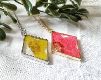 large pendant Silver Poppy August Birth Flower Necklace handmade circle resin art floral jewelry real pressed flowers Yellow