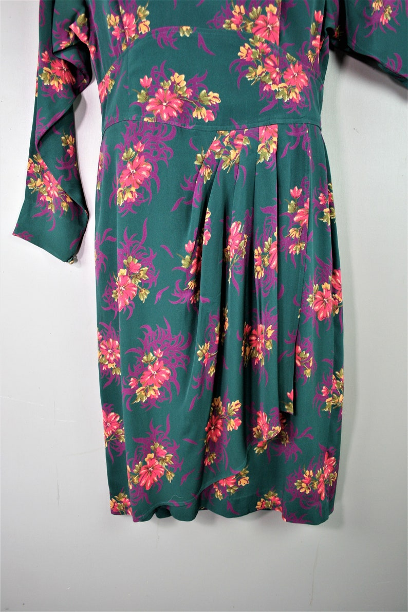 Circa 1990s Liz Claiborne Marked size 14 Fall Floral Forest Green