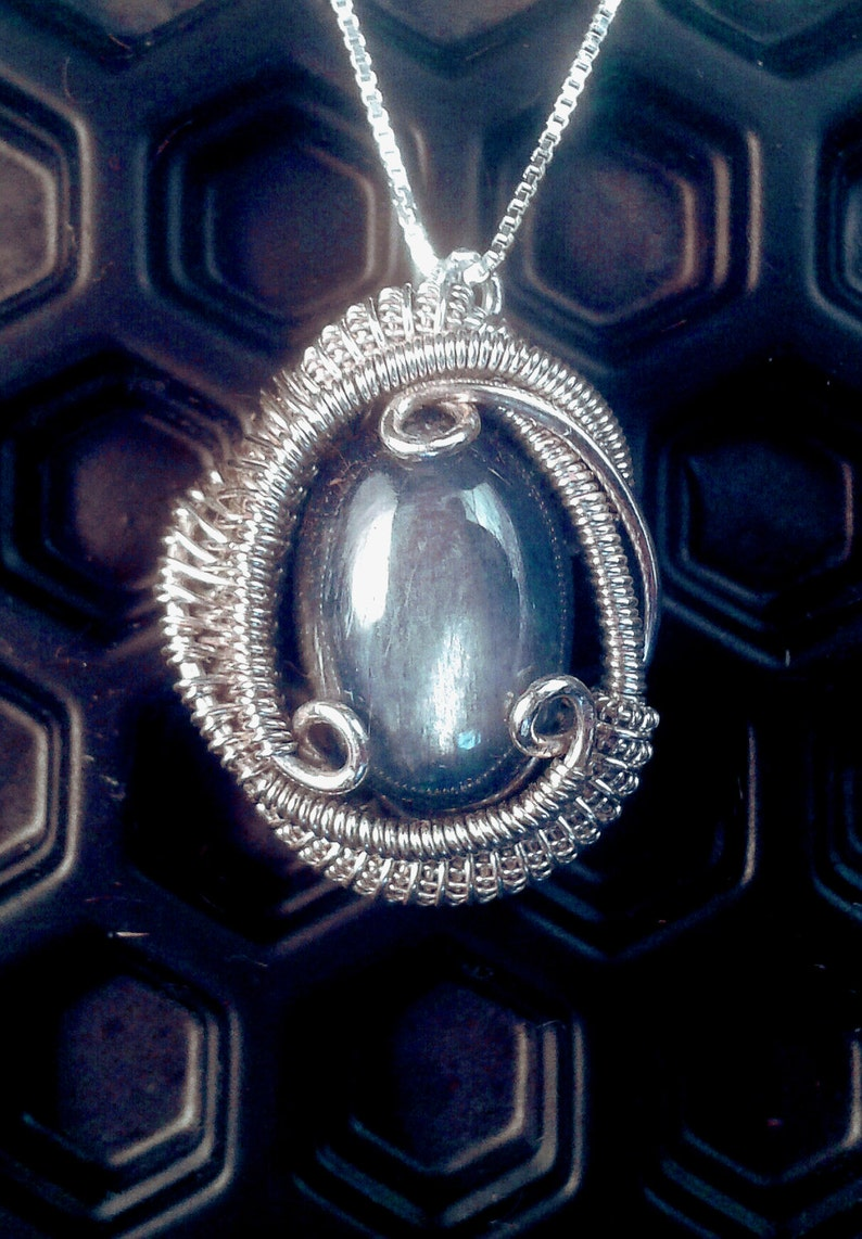 Yoga Bridesmaid Gift Blue Kyanite Wire Wrapped Pendant in Silver Boho Chic Jewelry Triskelion Silver Necklace Heady Festival Fashion