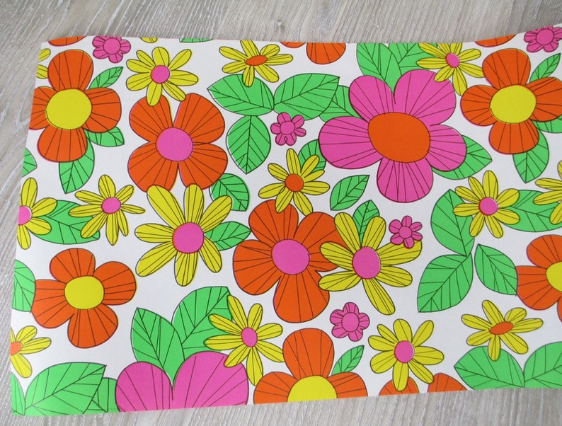 4 Yards Narrow 1960s 70s  Mod Flower Wrapping Paper Vintage Gift Wrap Present Retro Floral Flowers Daisy Daisies Kitsch 12 Feet
