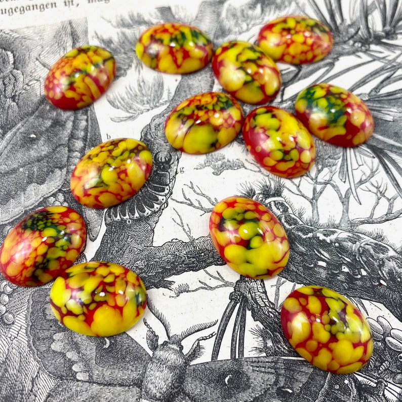 12 Vintage Fire Color Oval Cabochons Red Yellow Speckled 20 x 15mm Rounded Dome Domed Cabochon Lot Set West German Dragon Like