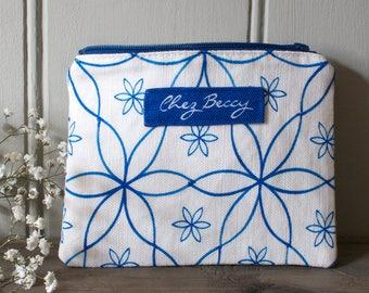 Blue Linen Union Geometric Daisy Pattern Zip Purse/Cosmetic Case