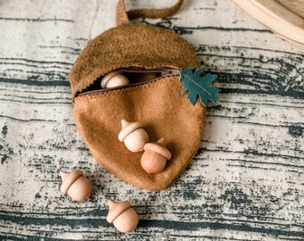 Acorn Zipper Pouch with 5 five wooden acorns