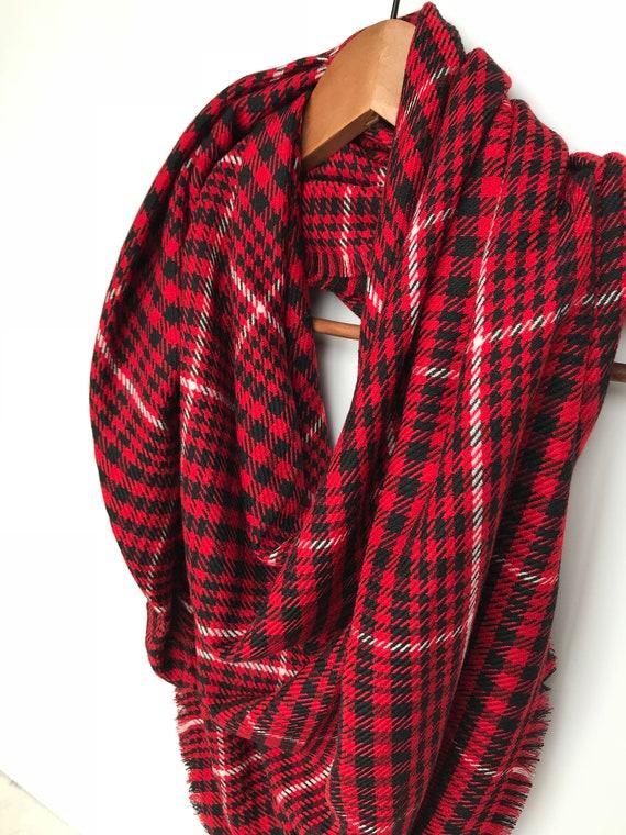 9cdd79ec9f7e Couverture à carreaux rouge foulard pour femme cadeau de Noël   Etsy