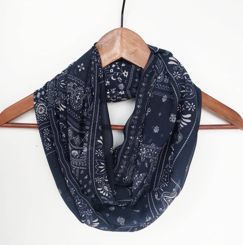 49b9ac9c299 Navy Blue Infinity Scarf, Travel Scarf Wanderlust Scarf for Women Paisley  Print Floral Scarves Birthday Gift For Mom, Bridesmaid Gift, Nomad