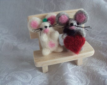ooak needle felted mice sitting on a wooden bench, miniature, couple valentine day hand made in pure wool, wedding,lovers