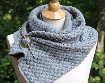 SHIPS TODAY! Highlands Scarf, Outlander Shawl, Scarf with Pin, Knitted Cowl, Shoulder Wrap, Neck Warmer, Outlander Fan Gift