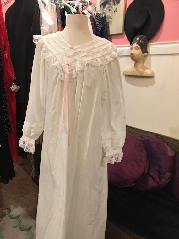 Irish cotton /Vintage night gown /size large