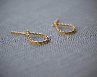Simple Teardrop Torsadé Earrings