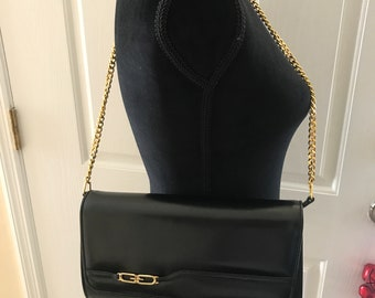 6bdf077218aa Vintage black Gucci chain strap bag