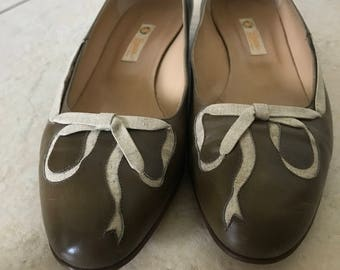 Vintage Gucci brown with tan canvas bow flats