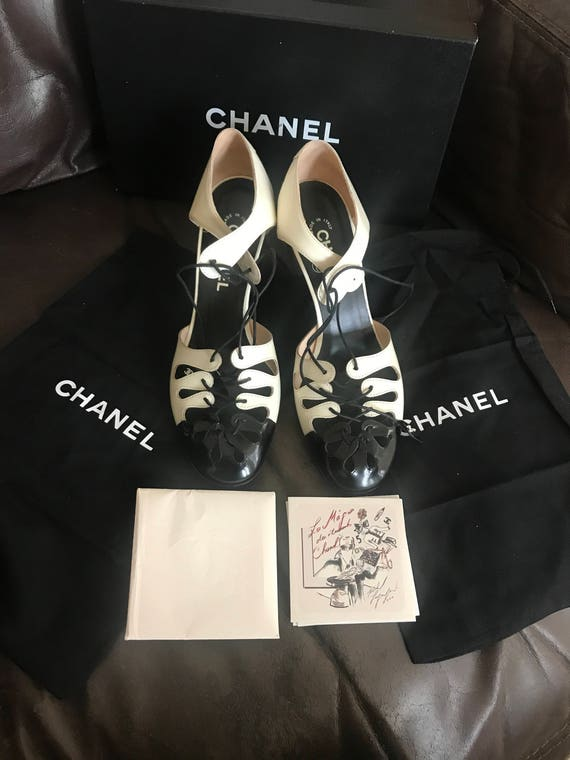 Vintage Chanel black and beige patent leather lace