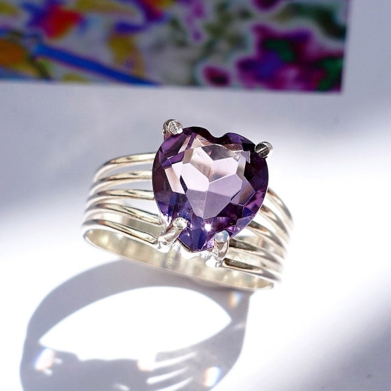 vintage sterling silver statement ring with oval faceted pale purple amethyst in a heart-shaped filigree setting size 9  **M3
