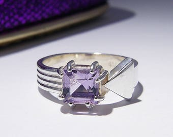 Amethyst Arrow Ring, Princess-Cut Square Faceted Natural Gemstone, Pale Purple Lilac, Sterling Silver Stacking Solitaire Ring, Size 6