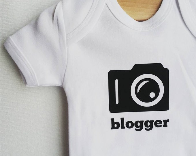 BLOGGER camera baby bodysuit