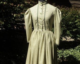"Sz 8 (bust 37""waist 29"") Women's Spring green Leaf Calico Pioneer Little House on the Prairie Historical Wild West dress-READY-TO-SHIP"