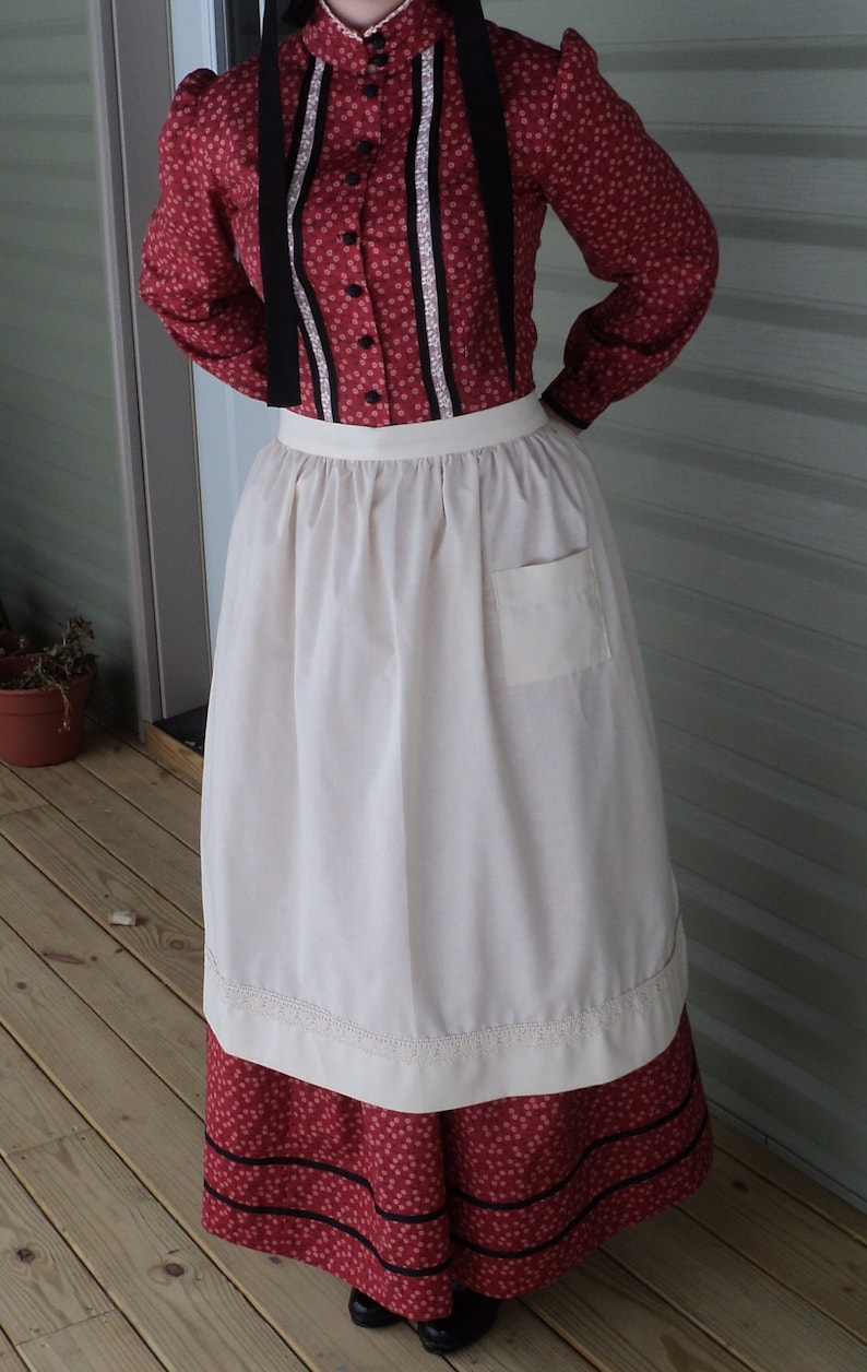Vintage Aprons, Retro Aprons, Old Fashioned Aprons & Patterns Womens old fashioned White cotton apron pioneer wild west Civil Colonial Revolutionary War Victorian maid costumes READY-TO-SHIP $16.00 AT vintagedancer.com