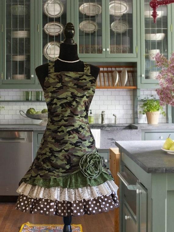 Medium ready to ship Women/'s camouflage apron