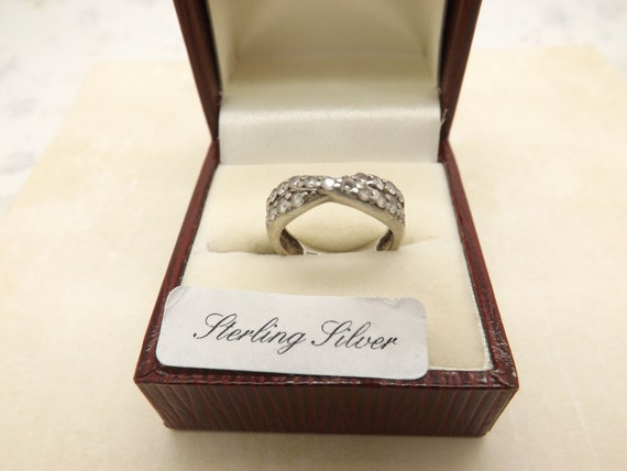 Very Pretty Glitzy Costume Ring. D37 Shiny Silver Metal with Sparkly Crystal Clear Prong Set Stones Vintage Solitaire Ring in a Size 8