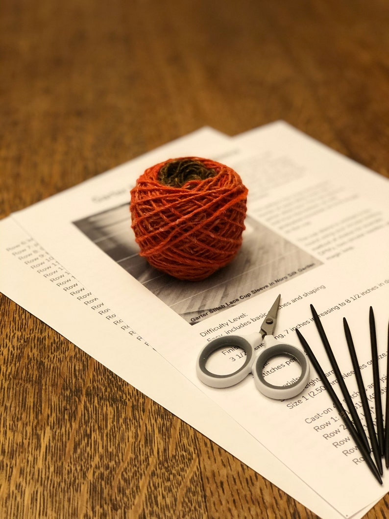 Knitting Kit for a Garter Stitch Ridge Cup Cozy or Sleeve in image 0