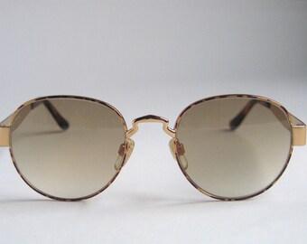 5295665a43bae0 Oliver par Valentino unisexes lunettes de soleil vintage fabriqué dans les  années 90 en Italie.