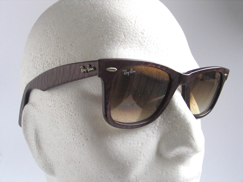 f305c2f5f1 Ray Ban Wayfarer brown sunglasses made in Italy in the