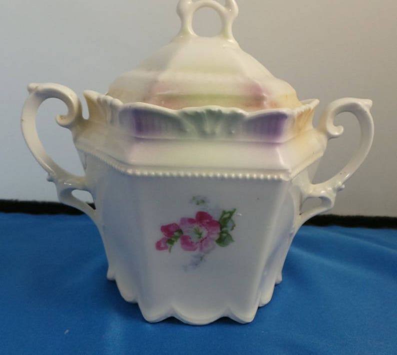 Beautiful antique vintage sugar bowl /& cover double handles hand painted flowers Prussian?