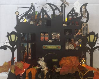 Halloween's House: ornamental piece and functional with 3 drawers