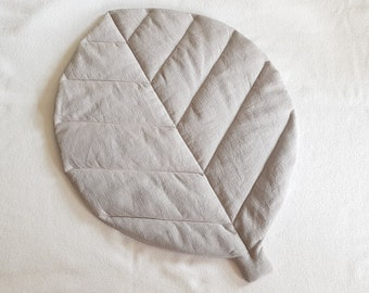Quilted Leaf Rug (Size S) in Washed cotton Linen