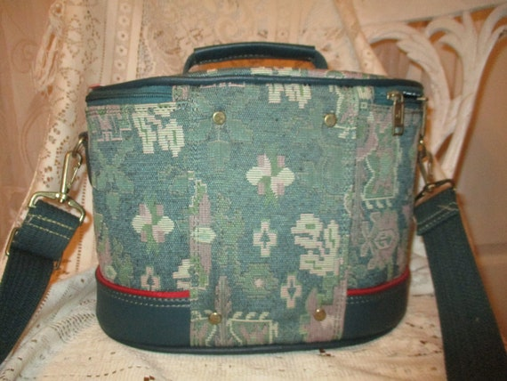 American Tourister tapestry train case - image 7