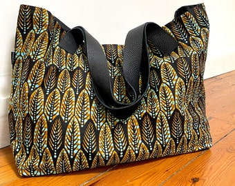 Large African tote bag, eco-friendly bag with his handles and bag bottom made of recycled leather, graphic Ankara print bag