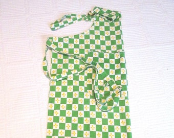 Vintage Green White Yellow Checked Full Apron with Two Large Pockets Adjustable Shoulder Cotton Twill ApronStrap
