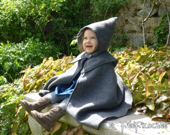 SOLDES ! Prêt à expédier - En stock (t.18 mois)  - Mini Merlin : Cape médiévale bébé en laine grise avec capuchon - Fille ou Garçon