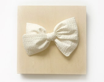 Ivy Bow // Cream Seersucker