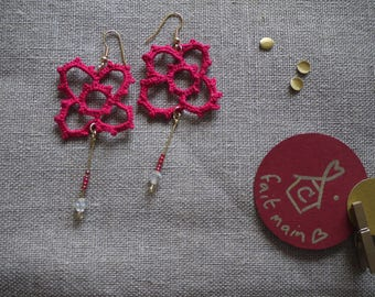 Earrings dark pink crocheted flower shape with 4 openwork petals, golden rod, pink beads and Swarowski translucent
