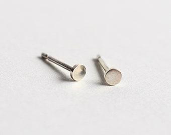 Dot studs - sterling silver