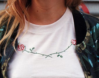 Embroidered roses on tshirt / Roses brodées sur tshirt sFPcJqzK2e