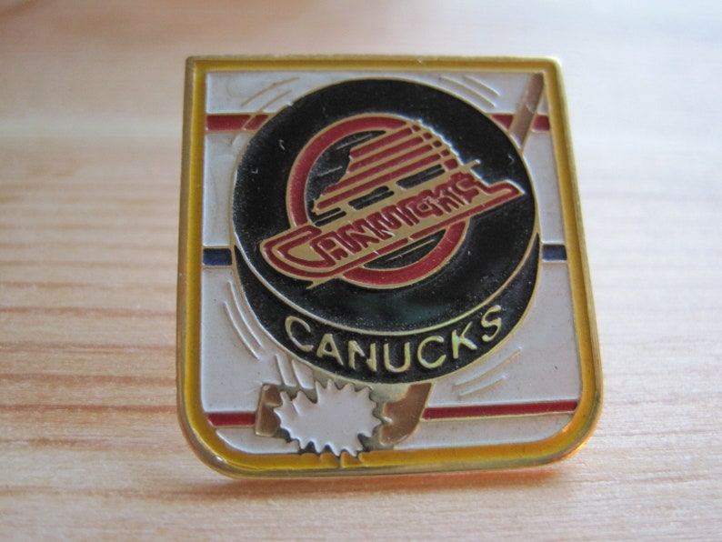 huge discount 7862a aa7ae Vintage Vancouver Canucks NHL Hockey Lapel/ Hat Pin