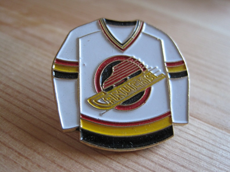 the best attitude 4426a 0e5af Vintage Vancouver Canucks NHL Hockey Jersey Lapel/ Hat Pin