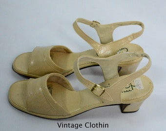 1981 Air Step Bone Color Sandals, New Old Stock, 1980s Sandals, 80's Sandals, Air Step Sandals, 1980s Shoes, Vintage Sandals, 80's Shoes