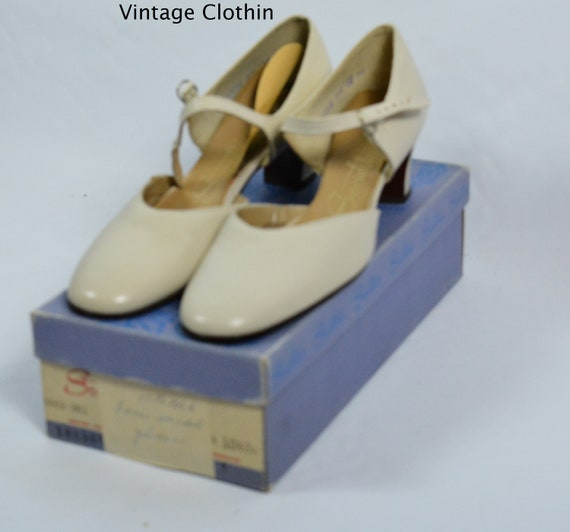 1973 Socialites Bone Color Pumps, New Old Stock, S