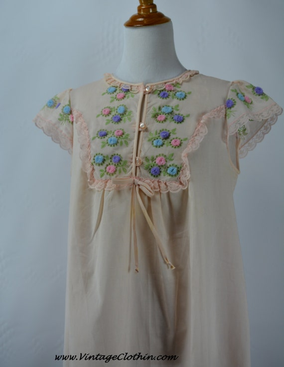 1960s Gileaf Pink Embroidered Nightgown, 1960s Nig