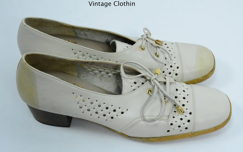 a53d43aeb79 1970s does 1940s Woolf Brothers Bone Oxford Pumps With Crepe