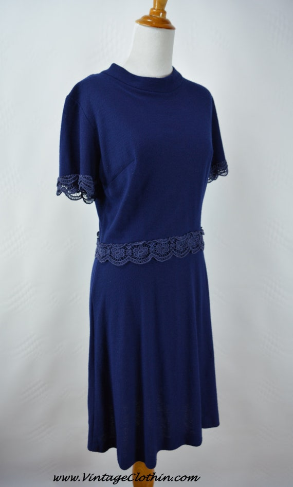 Late 1950s early 1960s Navy Knit Embroidered Lace