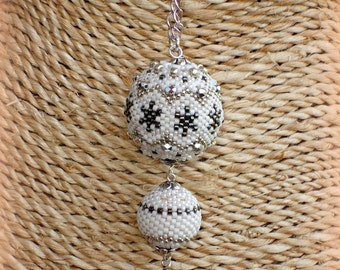 Necklace white/silver balls woven hand