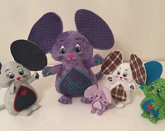 Madame en haar muizen familie - Machine borduurwerk ITH - 4 x 4, 5 x 7, 6 x 10, 7 x 12 en 8 x 14 hoepel - Vp3. Vip, Pes, Hus, Exp, DST, XXX & Jef formaten