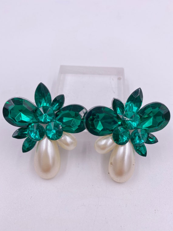 VTG Emerald & Pearl Cluster Clip Earrings - image 4