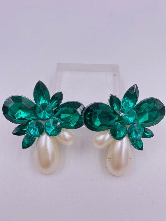 VTG Emerald & Pearl Cluster Clip Earrings - image 1