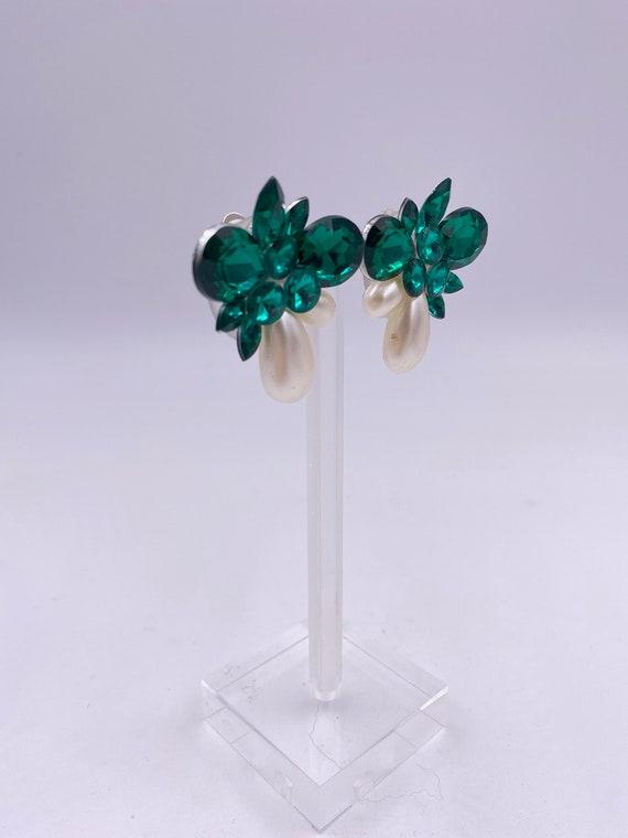 VTG Emerald & Pearl Cluster Clip Earrings - image 2