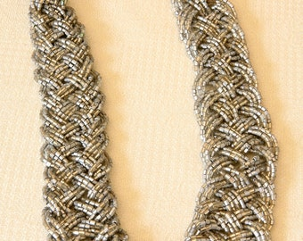 BEADED WOVEN NECKLACE